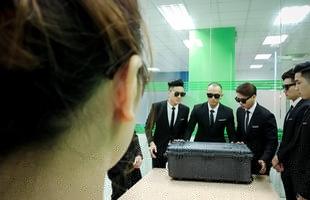Nữ game thủ chịu chơi nhất Hà Nội sắm laptop Acer 230 triệu độc nhất vô nhị, được giao hàng bằng cả... xe mui trần và dàn soái ca đẹp trai