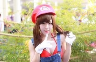 """Cosplay nhân vật Mario phiên bản """"có ngực"""" khiến bạn không khỏi nóng mắt"""